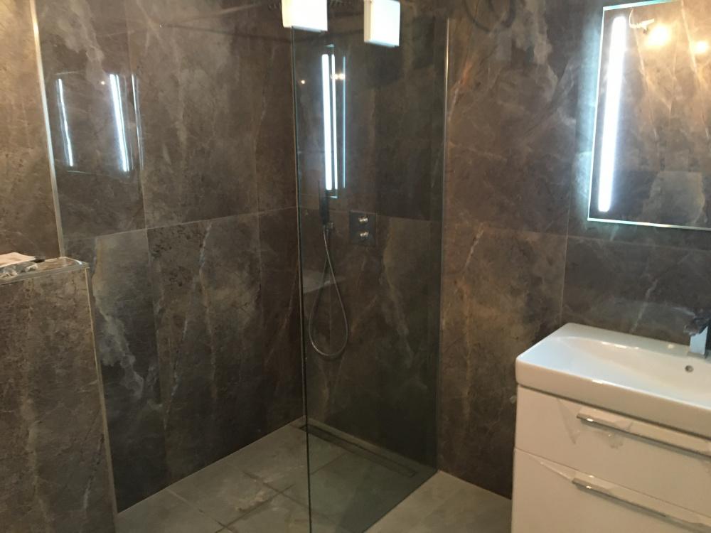 Koupelna - půdní vestavba Čajkovského 25 data-cke-saved-src=
